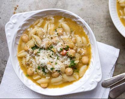 دستور پخت سوپ پاستا و نخود همراه با عصاره سبزیجات
