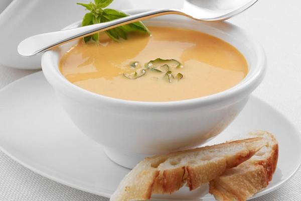 تهیه سوپ پنیر و سبزیجات بسیار خوشمزه در زمستان