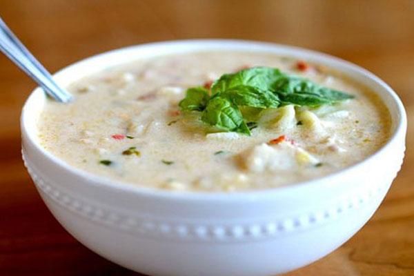 چگونه سوپ سفيد کاملا مجلسی را با سبزیجات درست کنیم؟