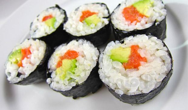درست کردن سوشی ژاپنی با استفاده از جلبک نوری