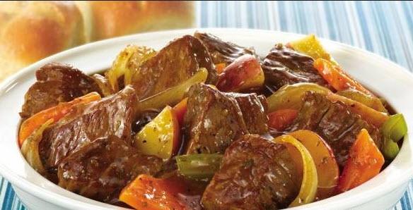 طعم فوق العاده تاس کباب با گوشت همراه هویج و سیب زمینی