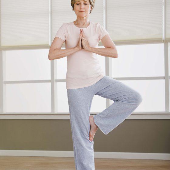 بهبود بیخوابی زنان یائسه با تمرینات ورزش یوگا