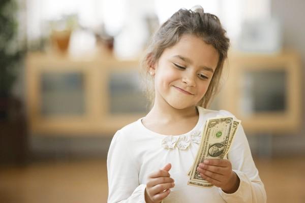 آینده مالی فرزندان را با صحبت نکردن در مورد پول خراب نکنید!