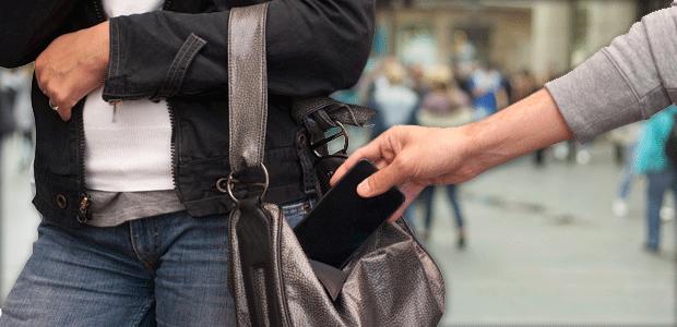 با قرار دادن کیف در خانه از جیب برها در امان بمانید!