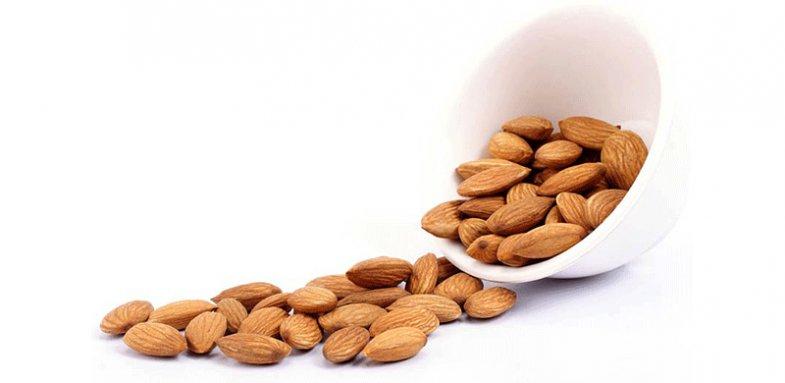 کاهش کلسترول بد خون با مصرف بادام