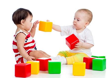 بازی کودکان نوپا از 12 تا 15 ماهگی همراه با تاثیرات این بازی ها