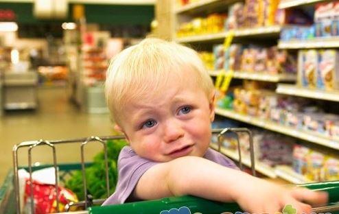 بهانه گیری کودک در فروشگاه ها را با این روش آرام کنید!