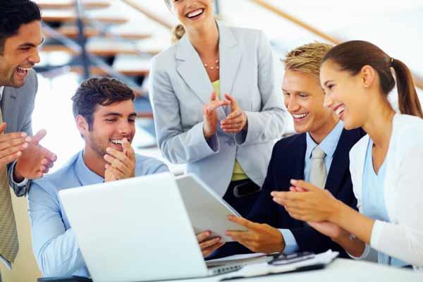 راه انتخاب کارمند سنتی چیست و چگونه انجام میشود؟