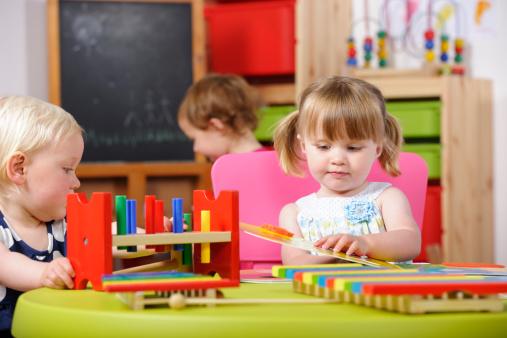زمان مهد کودک رفتن کودکان از دید روانشناسان و کارشناسان