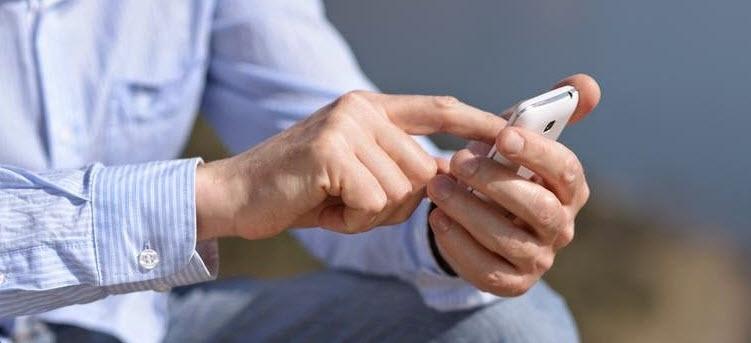 صحبت کردن با موبایل و غفلت از کودکان چه عواقبی بدنبال دارد؟