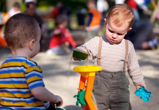 تجملگرا شدن کودکان با روش های غلط تربیتی