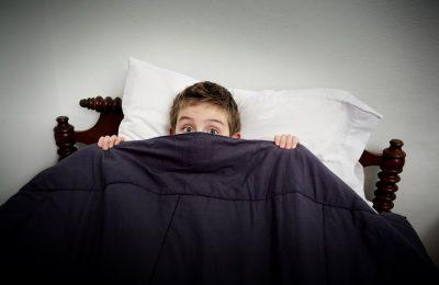 از بین بردن ترس کودکان از تاریکی با پیدا کردن علت ترس