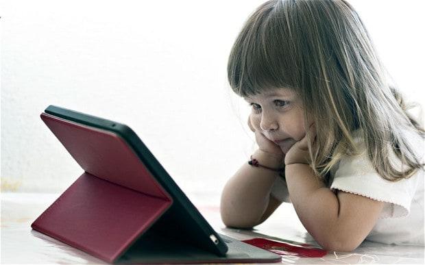 وابستگی کودک به تبلت چه تاثیری در کارهای روزمره اش دارد؟