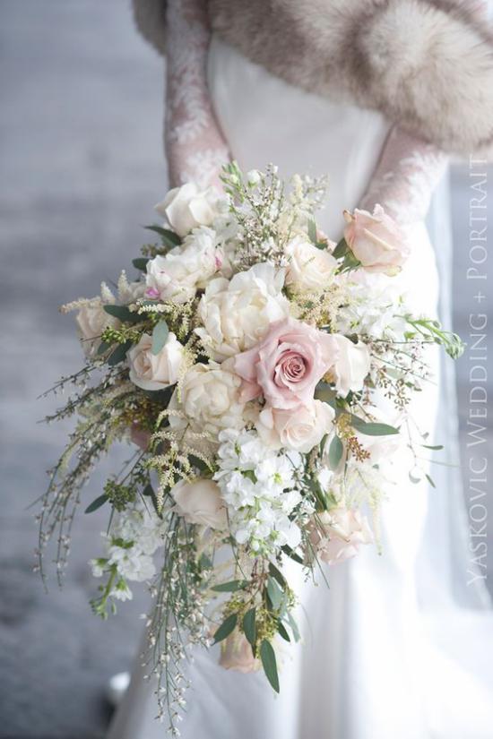 تصاویری از دسته گل عروس 2018 با طرح های شیک و ساده ولی زیبا