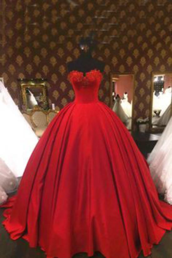 عکس هایی جدید و شیک از لباس نامزدی 2018 برای عروس خانم های جوان