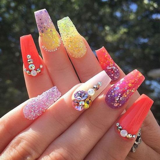 کلکسیونی از مدل طراحی ناخن مجلسی برای خانم ها و دختران جوان
