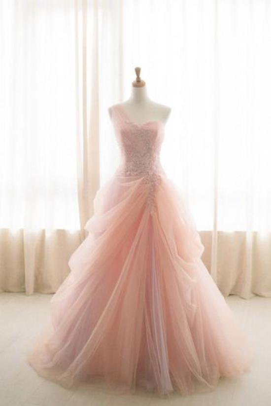 بهترین مدل لباس نامزدی شیک در رنگ بندی های مختلف و شاد