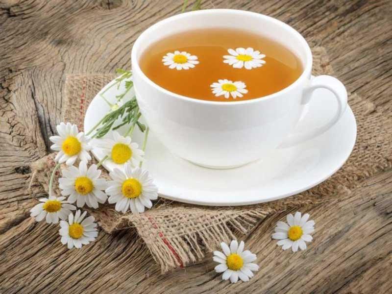 8 مزایای چای بابونه و ممنوعیت مصرف آن در این افراد