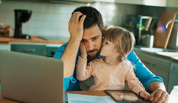 احتمال ابتلای جوانان به افسردگی با داشتن پدر افسرده در کودکی