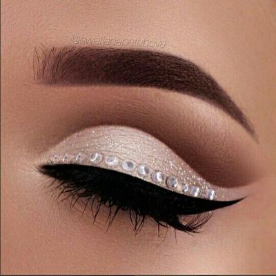 مدل خط چشم ملایم  برای خانم های خوش آرایش