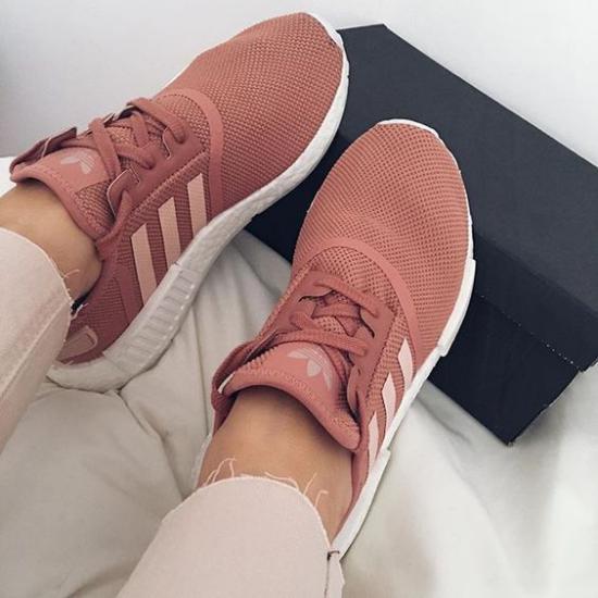 کلکسیونی از مدل کفش اسپرت دخترانه شیک و جدید برای خانم های دانشجو