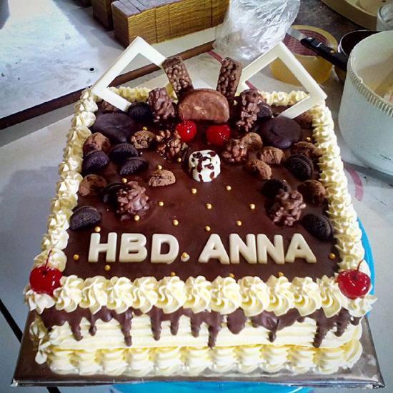 عکس کیک تولد خوشگل شکلاتی با طعم فوق العاده عالی