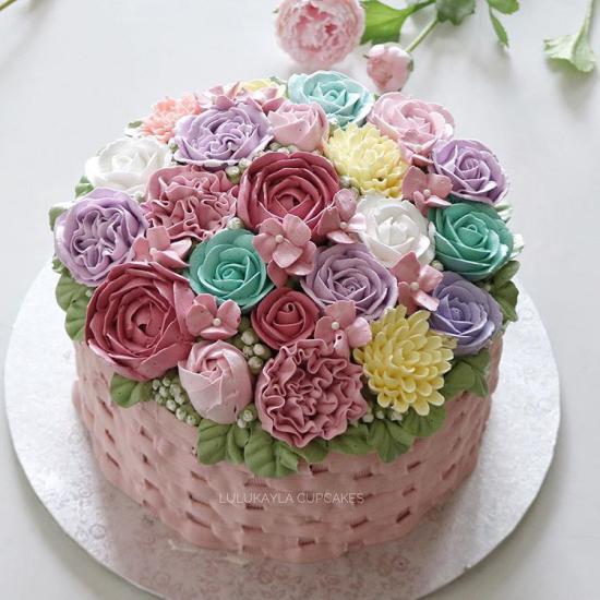 عکس کیک تولد عاشقانه قلب با تزئین زیبا و ایده آل