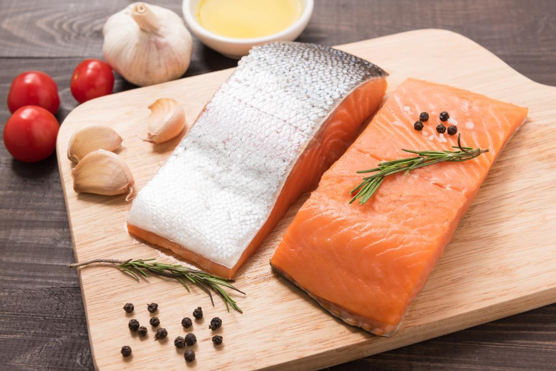 آیا می توان پوست سالمون (ماهی آزاد) را خورد؟