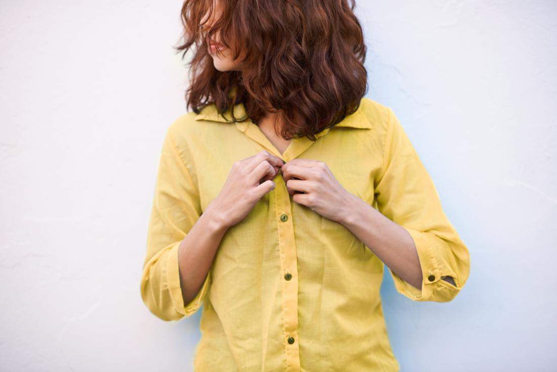 آنچه در مورد  رویش مو در اطراف نوک پستان باید بدانید