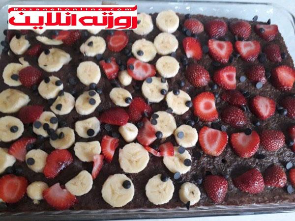 طرز تهیه کیک خیس شکلاتی همراه با میوه