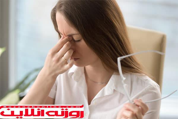 کاهش درد چشم با باز و بسته کردن چشم