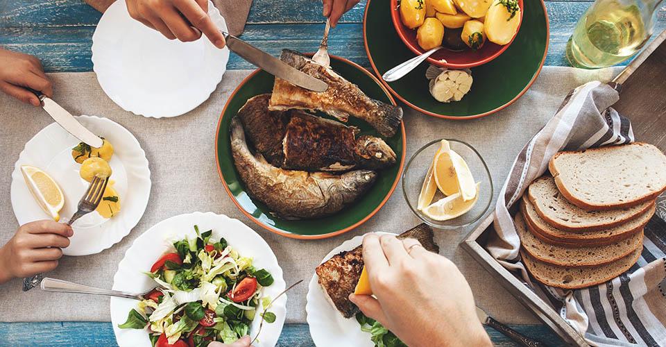 ۷ دلیل خوب برای زود شام خوردن