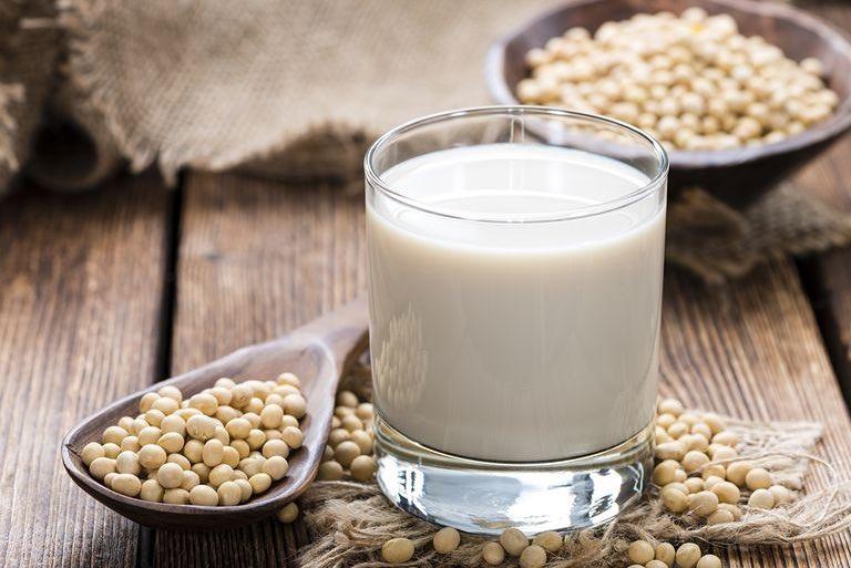 به این دلایل شیر سویا بخورید
