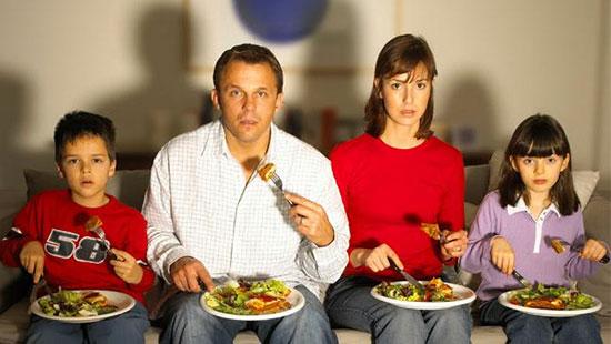 برای کنترل وزن قبل ساعت 15 ناهار بخورید