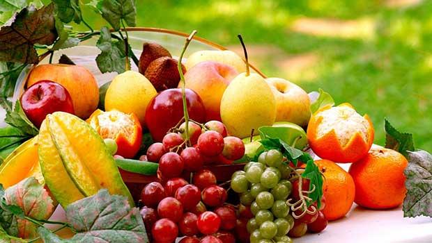 عوارض افراط در مصرف میوه
