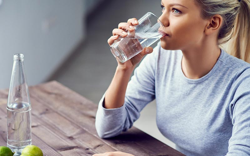 نوشیدن آب در این مواقع توصیه نمی شود