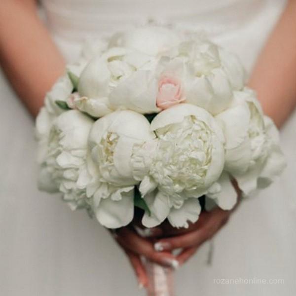 دسته گل عروس مصنوعی جذاب با طراحی مد روز
